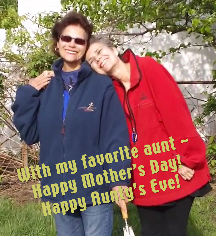 favorite-aunt-umbrella-hug1