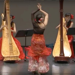 "They're playing my song… At a Harp Costume Party in Taipei ""Baroque Flamenco"" is the Encore"