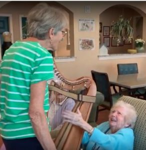 Harpist Margi Miller plucks a new connection with Alzheimers Patients